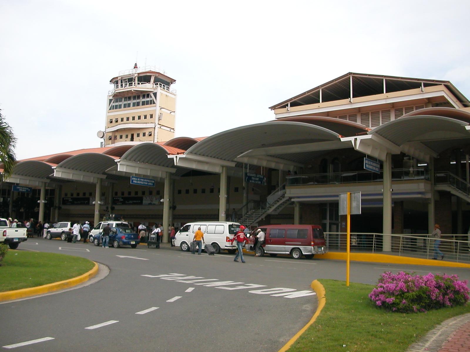Resultado de imagen para aeropuerto cibao